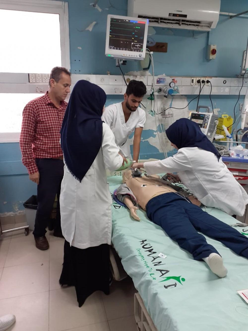 مجمع الشفاء يعقد لقاًء تدريبياً داخل قسم طوارئ الباطنة