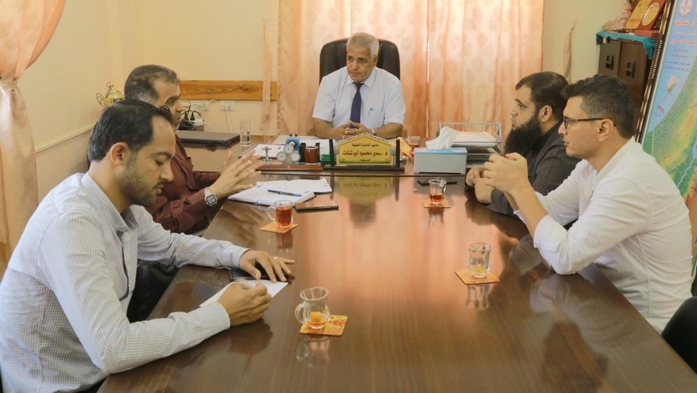 تعليم خان يونس يجتمع بلجنة تنفيذ دورات الفصول الافتراضية بالمديرية