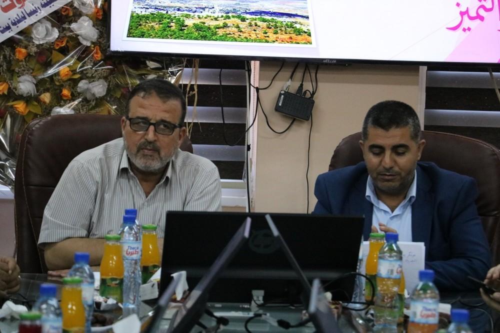 الحكم المحلي تتفقد سير العمل ببلدية بيت لاهيا وبلدية ام النصر