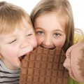أطعمة تصيب طفلكِ بالعصبية والتوتر: احذريها