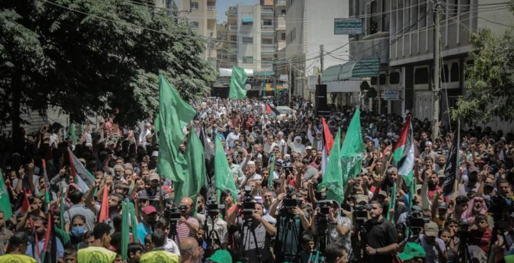 حماس بخان يونس تنظم مسيرةً حاشدةً رفضاً لقرار الضم