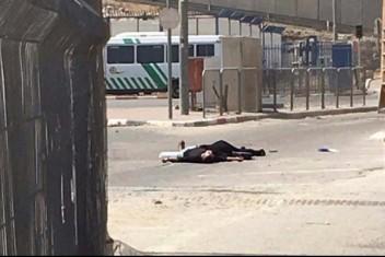 شرطة الاحتلال تحقق في استشهاد الشقيقين على حاجز قلندية