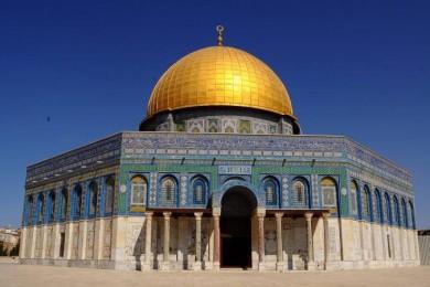 الاحتلال يبعد أمين سر حركة فتح عن المسجد الأقصى
