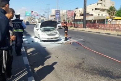 الدفاع المدني يخمد حريقًا نشب بسيارة وسط القطاع