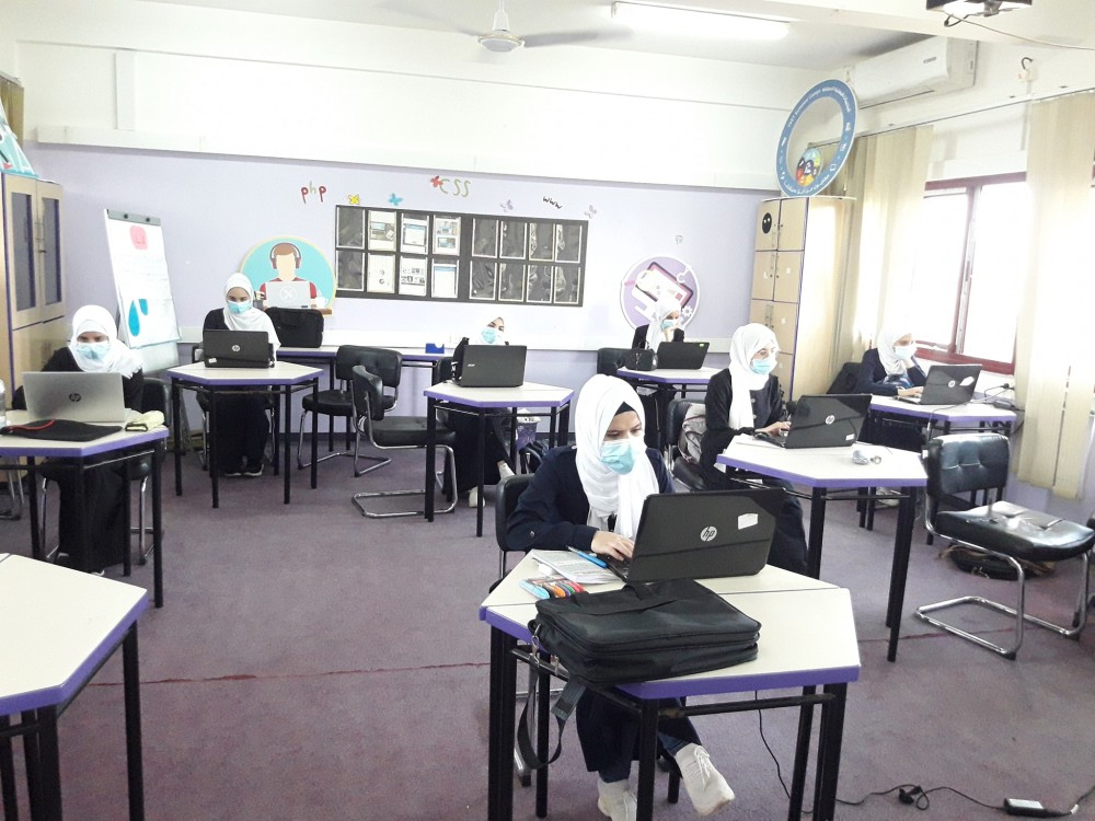 طالبات مدرسة عبد المعطي الريس المهنية