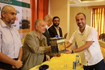 حماس تكرم الإعلاميين الحجاج في غزة