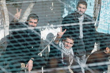 هيئة الأسرى تكشف عن شهادات  لمعتقلين توثق جرائم الاحتلال في السجون