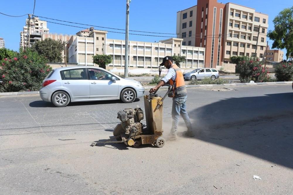 بلدية غزة تشرع بصيانة 5 شوارع رئيسة بالمدينة