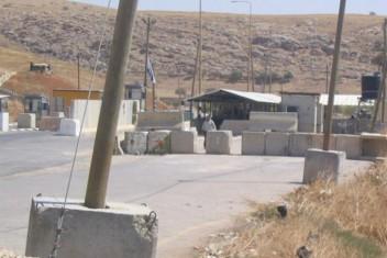 الاحتلال يغلق حاجز تياسير في طوباس