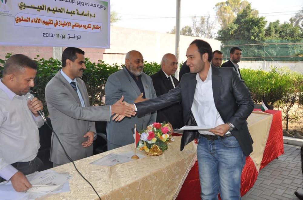 هاني الحلاق خلال تكريمه قبل استشهاده