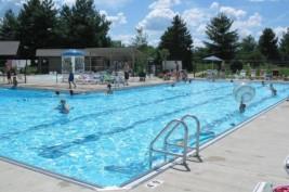 مخاطر الكلور  في برك السباحة