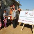 شاب من رواد يوزع اضحية  العيد لعائلة فقيرة
