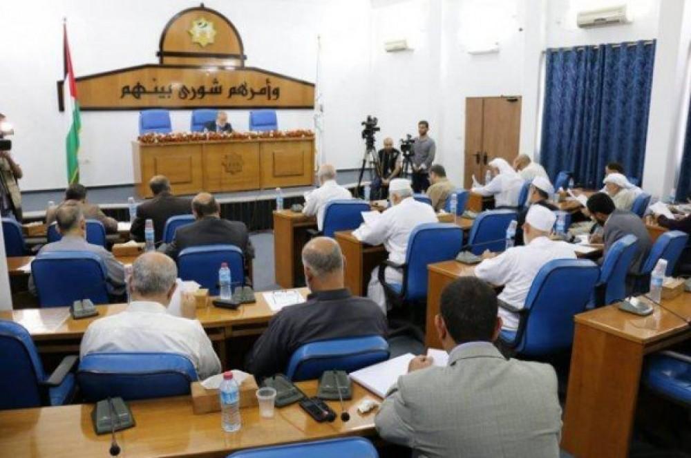 التشريعي يناقش مع الحكم المحلي ورؤساء البلديات التعديات على شاطئ البحر- صورة من الارشيف