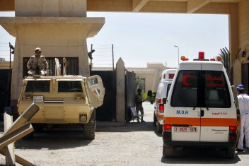 فتح بوابة معبر رفح لإدخال ثلاث جثث لغزة