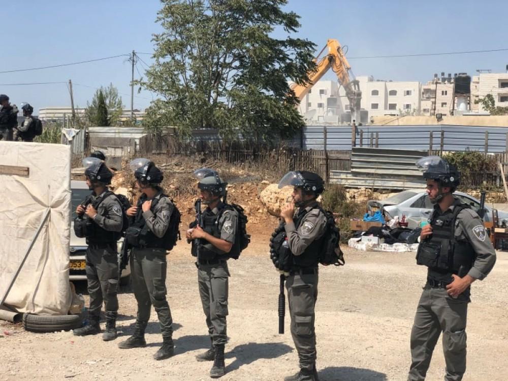 الاحتلال يخطر بهدم  أربعة منازل  في بلدتي الرماضين وبني نعيم بالخليل
