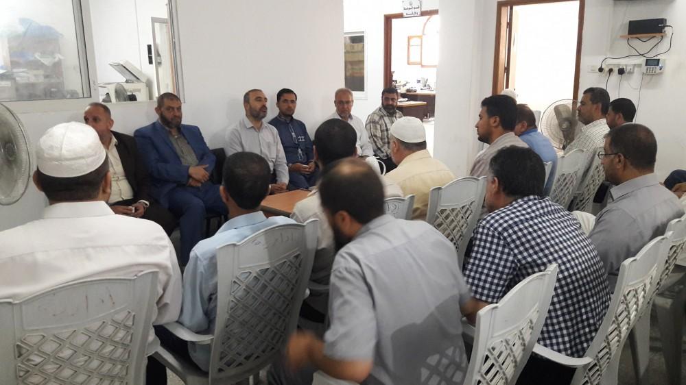 وكيل وزارة الأوقاف في لقاء معايدة مع موظفي أوقاف خان يونس