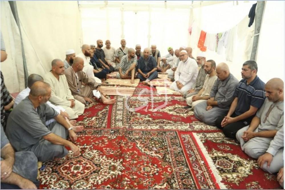 وفد من البعثة الفلسطينية يقدم واجب العزاء لحجاج من غزة