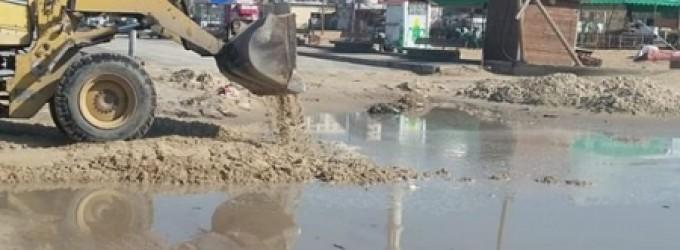 سلطة الموانئ تشرع في إزالة الرمال المتراكمة في ميناء غزة