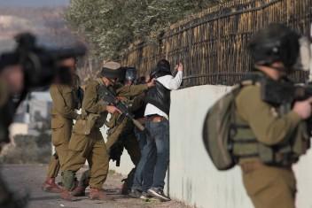قوات الاحتلال تعتقل 3 مواطنين من الضفة