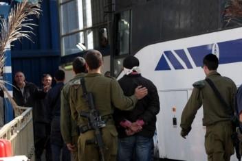 نقل كافة الأسرى المضربين بسجن عسقلان إلى المشافي