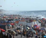 شاطئ بحر غزّة .. مشهد رائع يعكس التفاعلية بين الطبيعة والناس / تصوير الزميل: عطية درويش