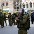 جنود الاحتلال خلال إحدى المداهمات
