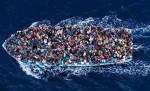 قوارب تقل مهاجرين