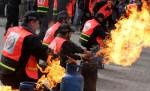عناصر من الدفاع المدني ينظمون تدريبًا لمواجهة الحرائق