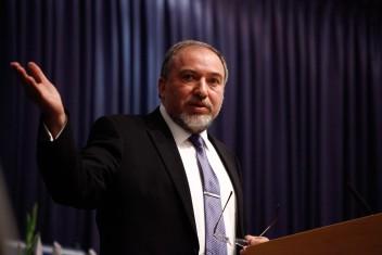 ليبرمان: ندير سياسة جديدة ضد حماس بشكل صارم ومسؤول