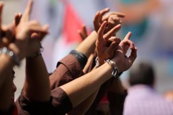 أسيران يواصلان إضرابهما رفضًا للاعتقال الإداري