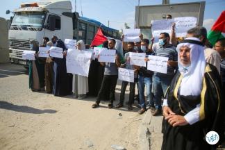 المزارعون يحتجون على شروط الاحتلال لتصدير البندورة – تصوير/ يوسف الخطيب
