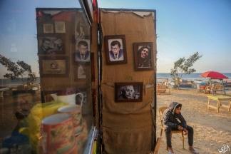 استمتاع الأهالي بمنظر الغروب على كورنيش غزة .. تصوير | عطية درويش