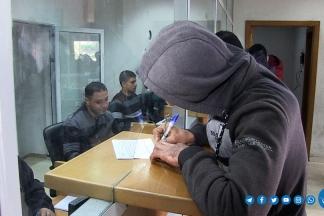 صرف تبرعات موظفي غزة لصالح الأسر الفقيرة  - تصوير/ مدحت حجاج