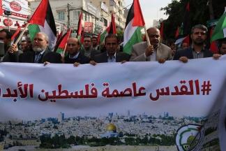 #صور: مجموعة من الصحفيين بمدينة غزة ينظمون وقفة احتجاجية ضد قرار الإدارة الأميركية الاعتراف بالقدس